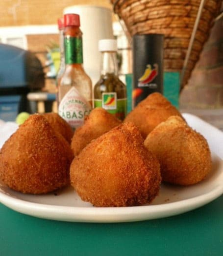 Street_food_-_Coxinha_-_Golden_Chicken_Snacks_(462x530)_thumb