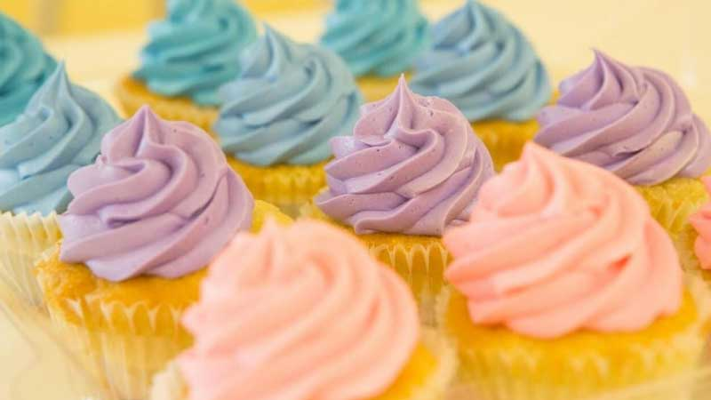 Easy Ways You Can Frost Your Cupcakes Today Without a Tip