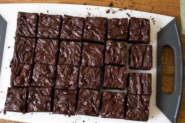 Effective Ways to Cut Brownies