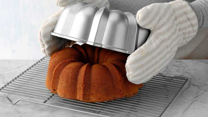 How to Easily Remove Bundt Cake from the Pan