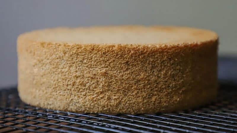 How to Cool a Cake Quickly