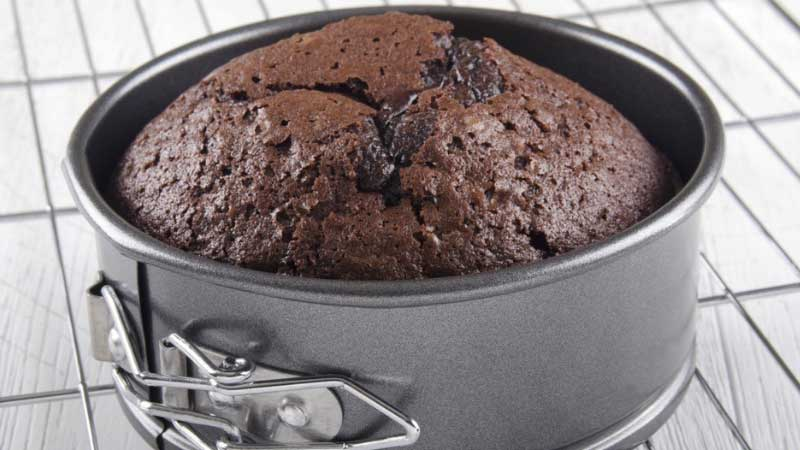Common Cake Baking Problems & Solutions