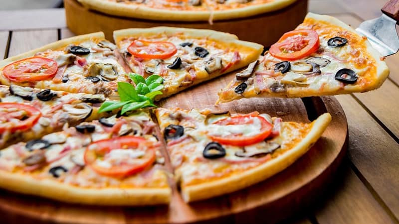 How to cut a pizza into 6 slices effortlessly