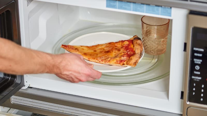 How to reheat a pizza in a microwave oven