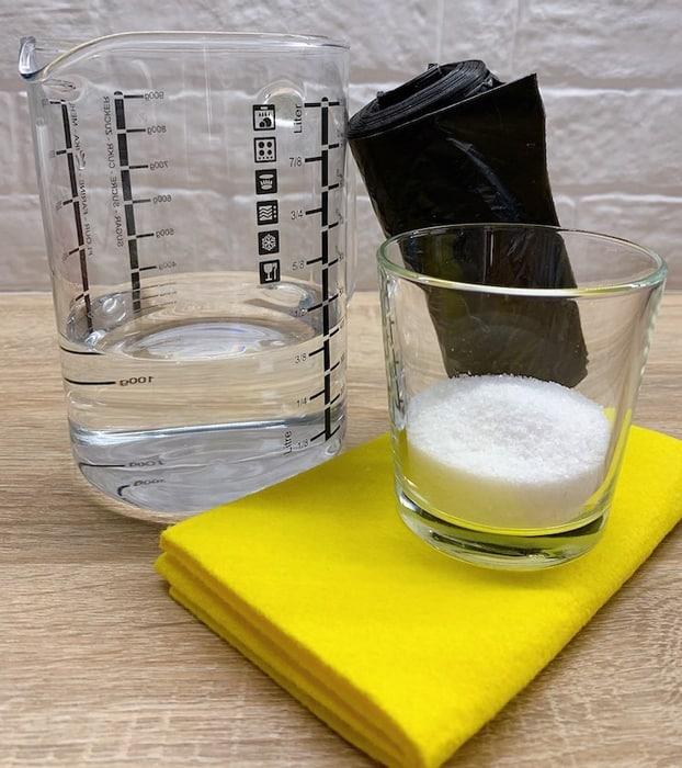 Vinegar and salt blend