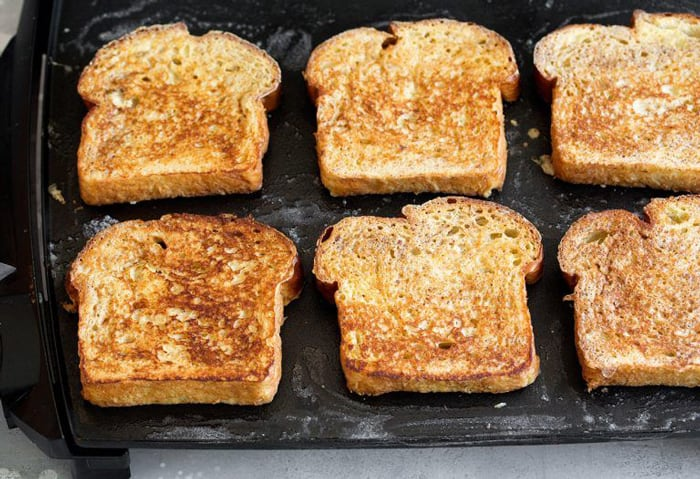 How do you make French toast on a griddle